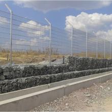 Габиони в основата на огради - с. Кабиле
