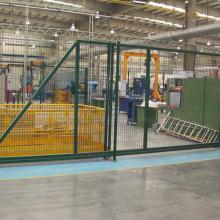 Вътрешни преграждения в завод MONTUPET - плъзгаща врата