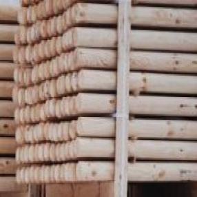 Импрегнирани дървени стълбове